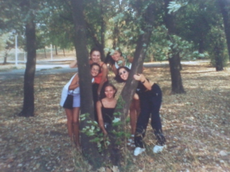 2004 Elevi ai Lic. Sincai in Parcul Tineretului